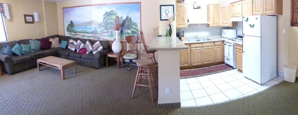 코로나다 인 앤드 스위트(Coronada Inn and Suites) Hotel Image 24 - Living Area