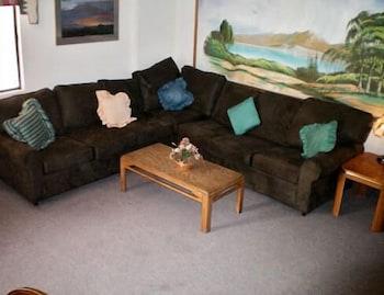 코로나다 인 앤드 스위트(Coronada Inn and Suites) Hotel Image 1 - Lobby Sitting Area