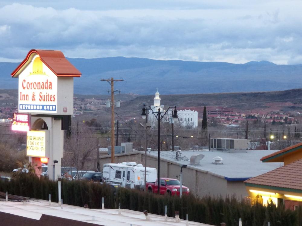 코로나다 인 앤드 스위트(Coronada Inn and Suites) Hotel Image 23 - View from Hotel