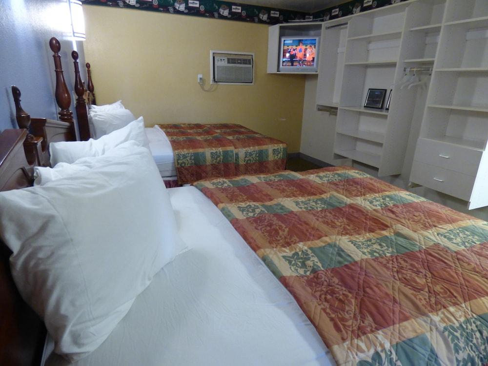 코로나다 인 앤드 스위트(Coronada Inn and Suites) Hotel Image 6 - Guestroom