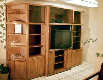 코로나다 인 앤드 스위트(Coronada Inn and Suites) Hotel Image 20 - Property Amenity