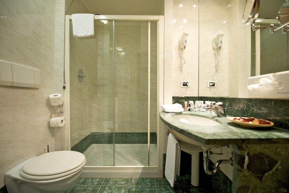 퀄리스-호텔 투린 로얄(QUALYS-HOTEL Turin Royal) Hotel Image 21 - Bathroom