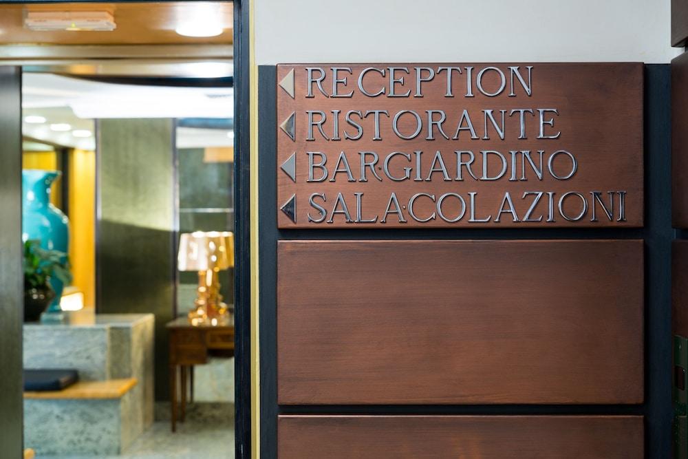 퀄리스-호텔 투린 로얄(QUALYS-HOTEL Turin Royal) Hotel Image 1 - Hotel Entrance