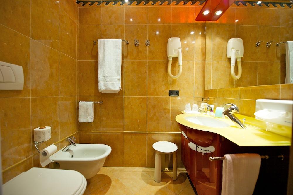 퀄리스-호텔 투린 로얄(QUALYS-HOTEL Turin Royal) Hotel Image 20 - Bathroom
