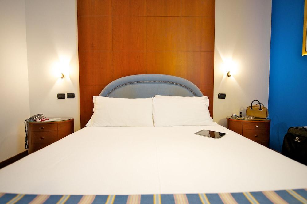 퀄리스-호텔 투린 로얄(QUALYS-HOTEL Turin Royal) Hotel Image 3 - Guestroom