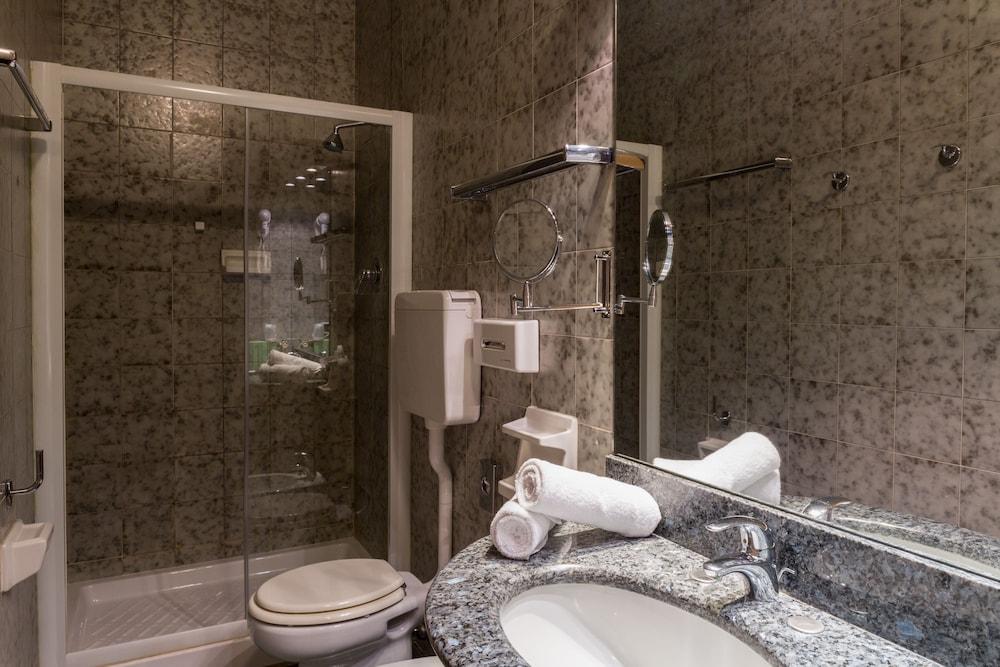 퀄리스-호텔 투린 로얄(QUALYS-HOTEL Turin Royal) Hotel Image 24 - Bathroom