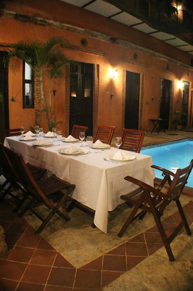 호텔 도냐 엘비라(Hotel Doña Elvira) Hotel Image 36 - Restaurant