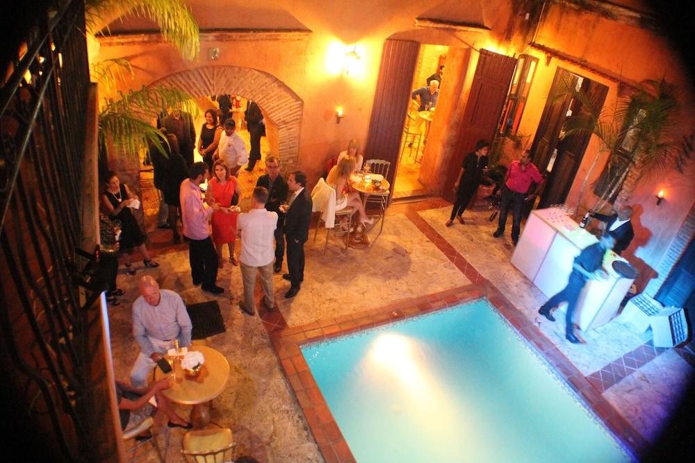 호텔 도냐 엘비라(Hotel Doña Elvira) Hotel Image 3 - Pool