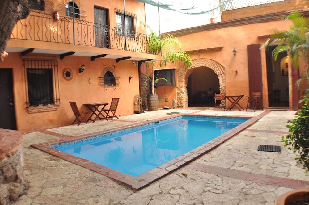 호텔 도냐 엘비라(Hotel Doña Elvira) Hotel Image 4 - Pool