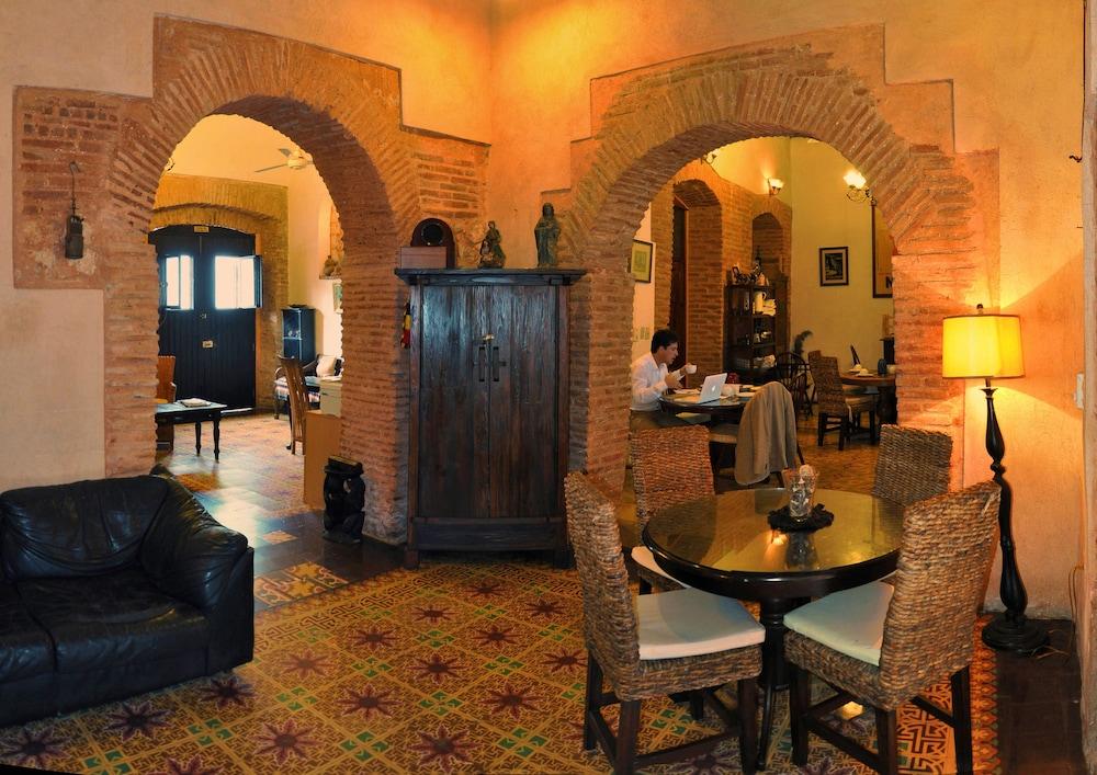 호텔 도냐 엘비라(Hotel Doña Elvira) Hotel Image 2 - Lobby Sitting Area