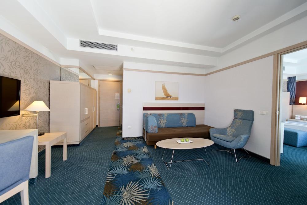콩코드 드 럭스 리조트 - 올 인클루시브(Concorde De Luxe Resort - All Inclusive) Hotel Image 17 - Living Room