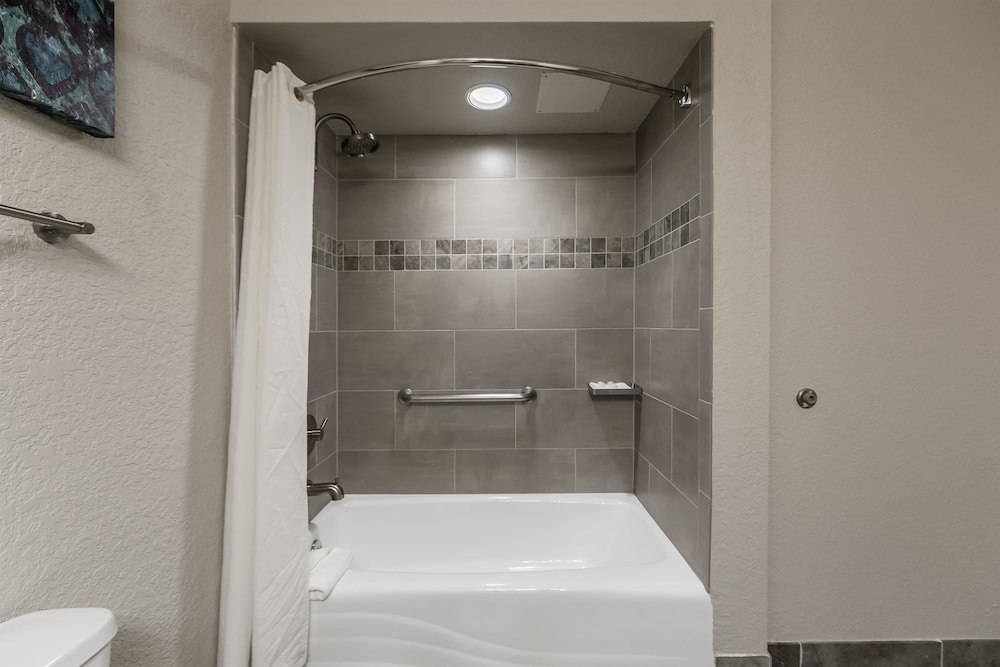 베스트 웨스턴 플러스 세바스티앙 호텔 & 스위트(Best Western Plus Sebastian Hotel & Suites) Hotel Thumbnail Image 41 - Bathroom