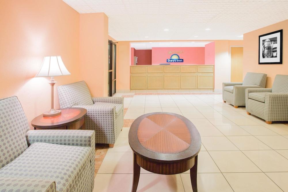 데이즈 인 해티즈버그 미시시피(Days Inn Hattiesburg MS) Hotel Image 0 - Lobby