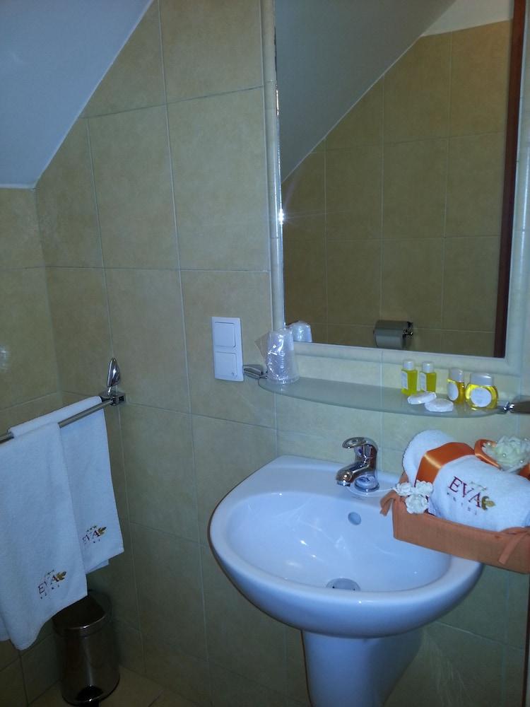 호텔 에바(Hotel Eva) Hotel Image 14 - Bathroom
