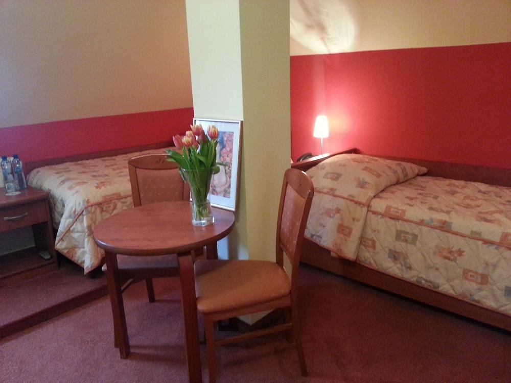 호텔 에바(Hotel Eva) Hotel Image 2 - Guestroom