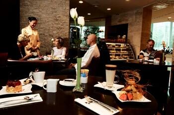 ジャングオ ガーデン ホテル (好苑建国商務酒店)