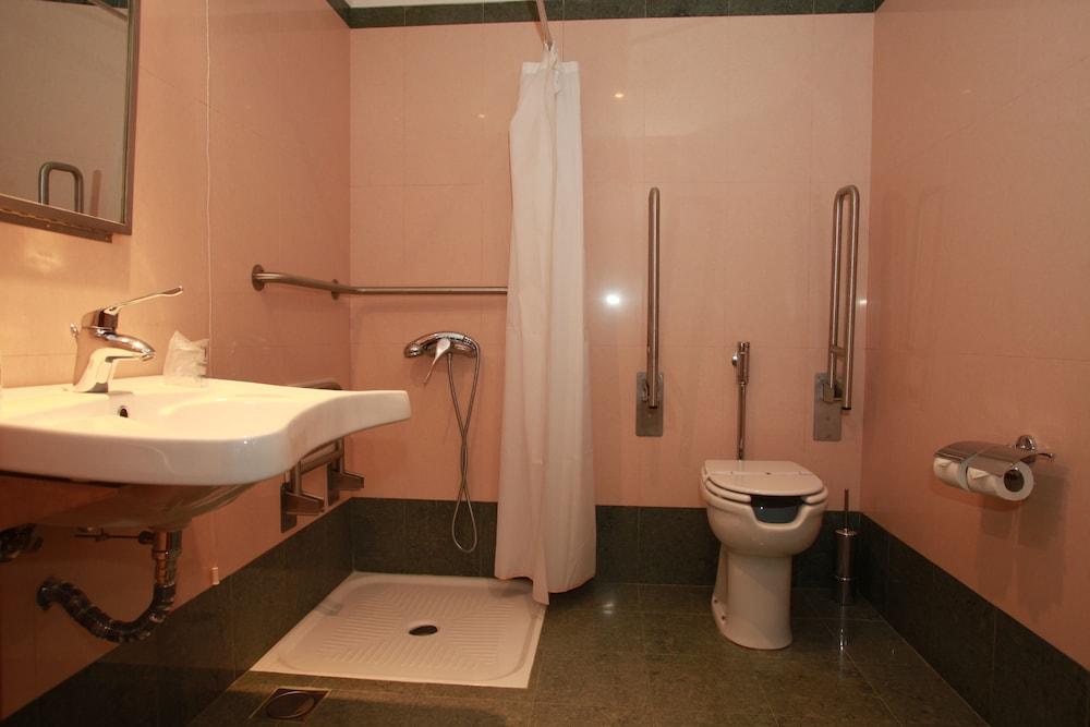 에스탈라젬 두 발레(Estalagem Do Vale) Hotel Image 17 - Bathroom