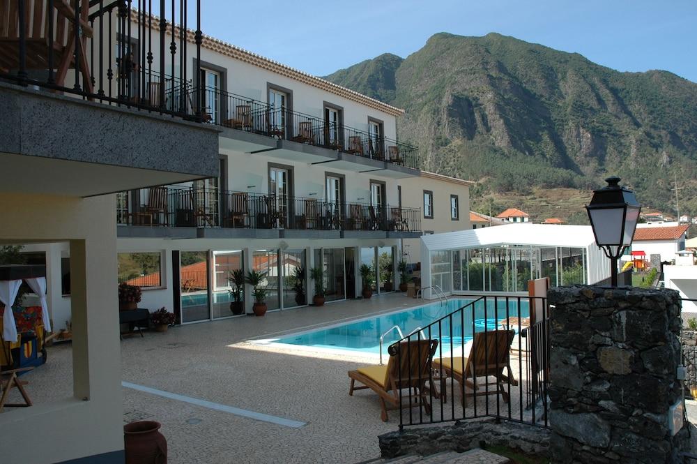 에스탈라젬 두 발레(Estalagem Do Vale) Hotel Image 52 - Outdoor Pool