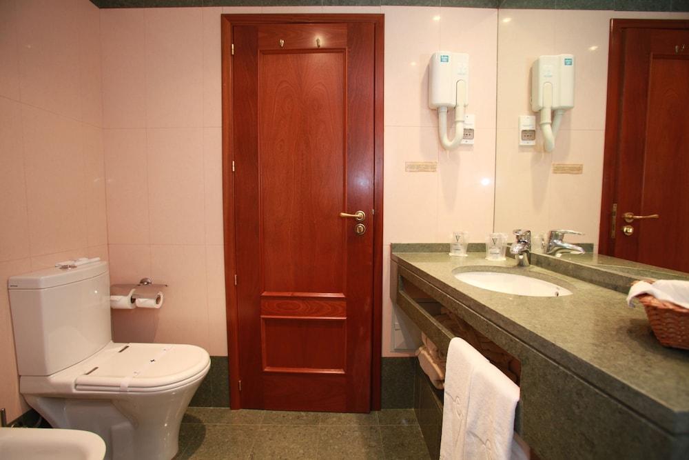 에스탈라젬 두 발레(Estalagem Do Vale) Hotel Image 18 - Bathroom