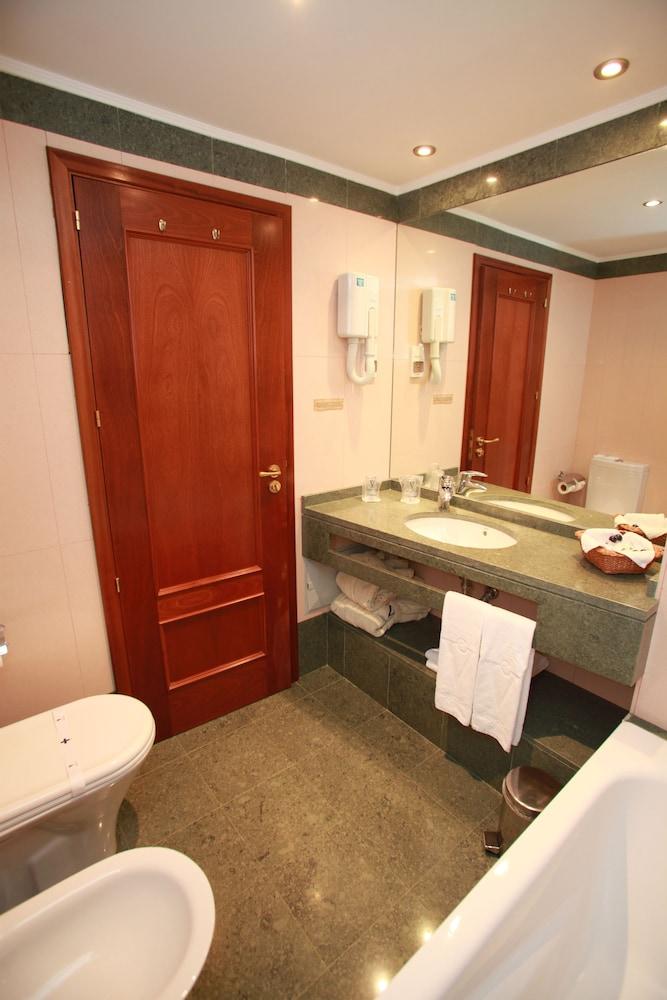 에스탈라젬 두 발레(Estalagem Do Vale) Hotel Image 19 - Bathroom
