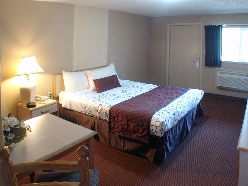 인 앳 새먼 크리크(The Inn At Salmon Creek) Hotel Image 11 - Guestroom