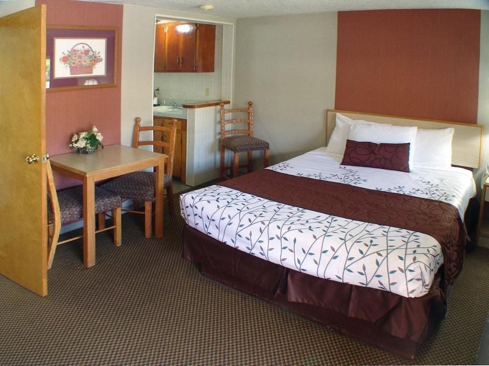 인 앳 새먼 크리크(The Inn At Salmon Creek) Hotel Image 14 - Guestroom