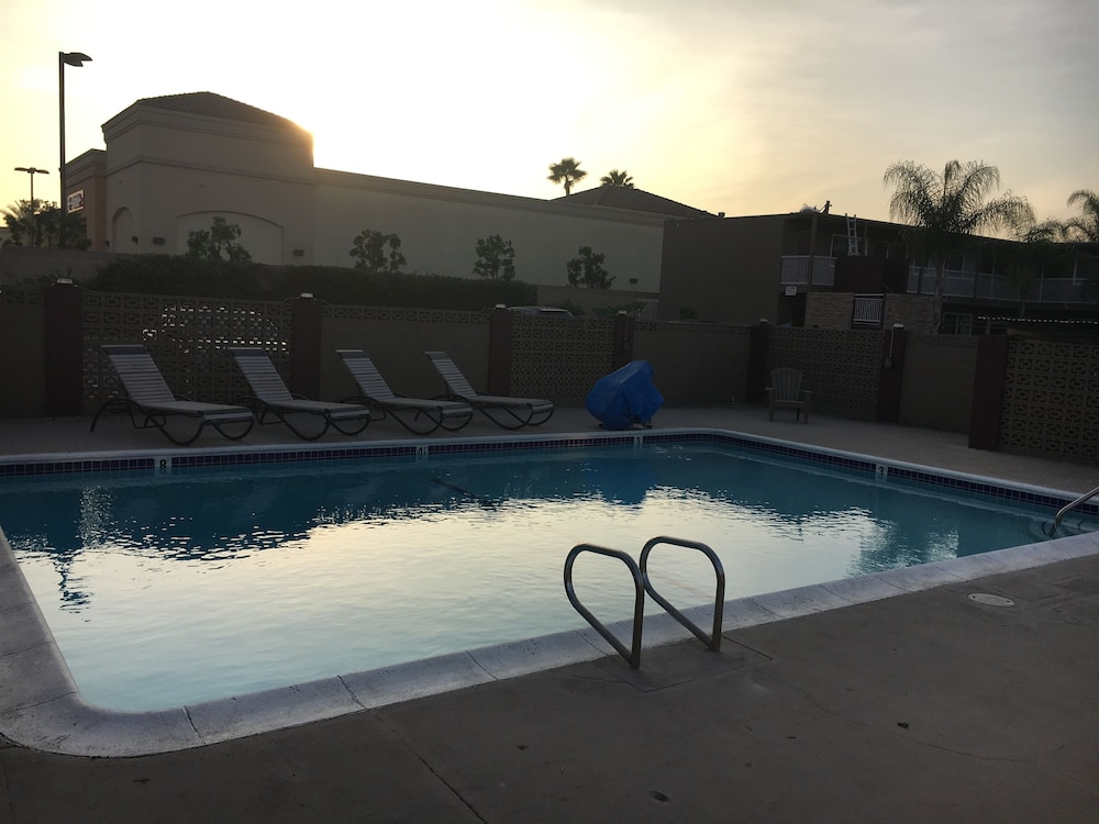 앤젤스 모텔 피코 리베라(Angels Motel Pico Rivera) Hotel Thumbnail Image 26 - Outdoor Pool