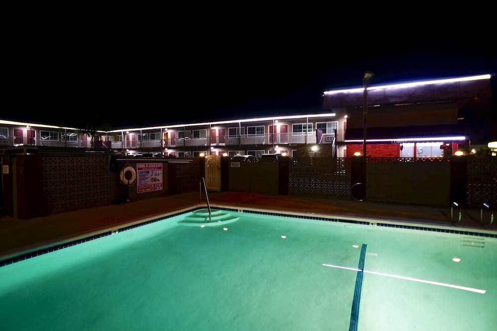앤젤스 모텔 피코 리베라(Angels Motel Pico Rivera) Hotel Thumbnail Image 1 - Pool