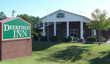 Hotel - Deerfield Inn & Suites