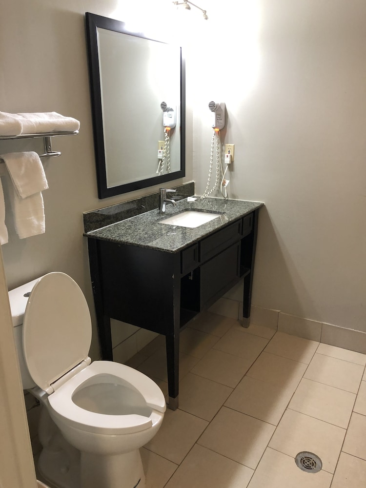 디어필드 인 앤드 스위트(Deerfield Inn & Suites) Hotel Image 18 - Bathroom