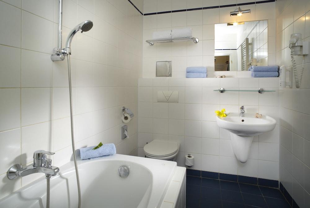 오레아 스파 호텔 보헤미아(Orea Spa Hotel Bohemia) Hotel Image 26 - Bathroom
