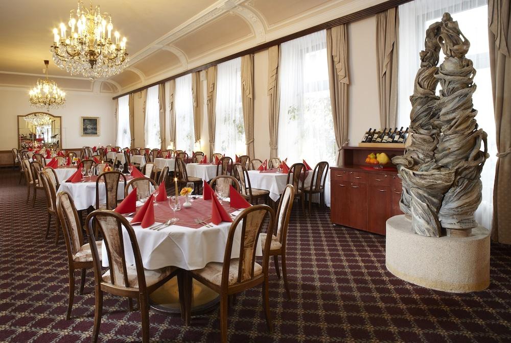 오레아 스파 호텔 보헤미아(Orea Spa Hotel Bohemia) Hotel Image 19 - Restaurant