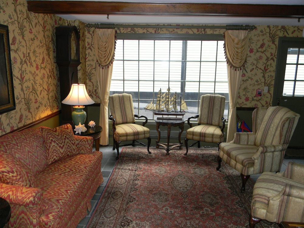아메리카스 컵 인(Americas Cup Inn) Hotel Image 1 - Lobby Sitting Area