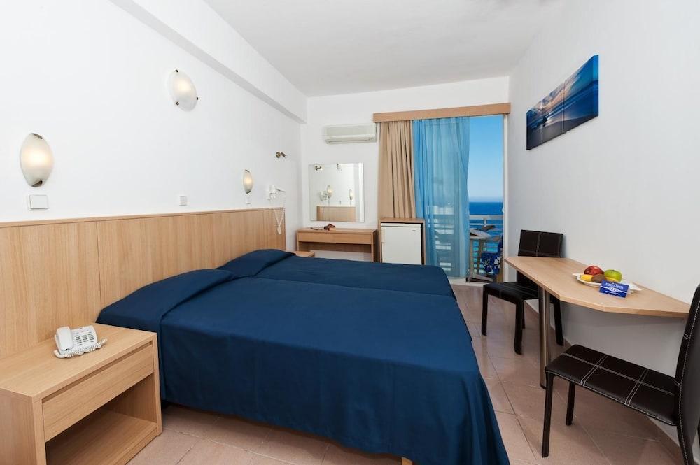 유로파 호텔(Europa Hotel) Hotel Image 8 - Guestroom