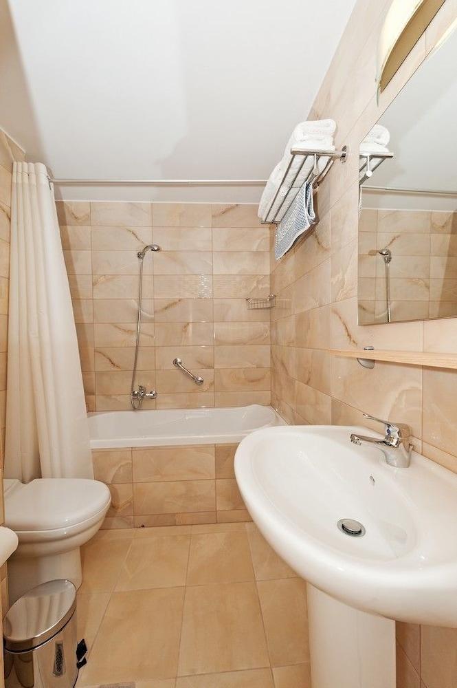 유로파 호텔(Europa Hotel) Hotel Image 16 - Bathroom