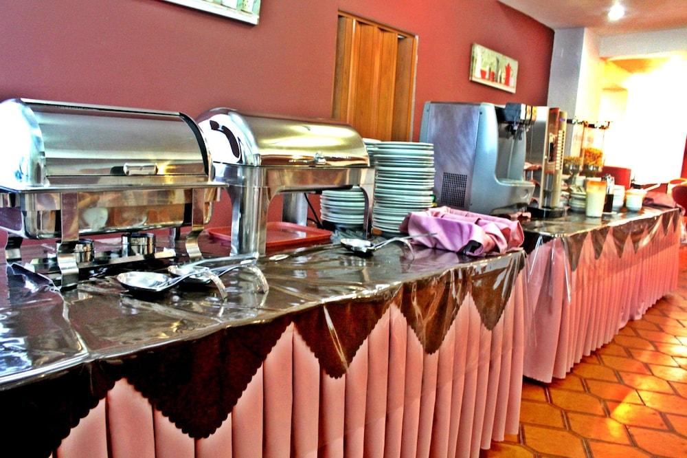 유로파 호텔(Europa Hotel) Hotel Image 22 - Breakfast Area