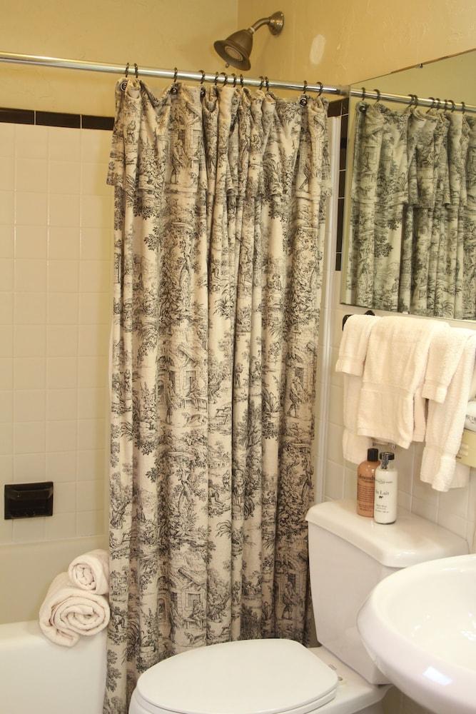 리지웨이 인(Ridgeway Inn) Hotel Image 11 - Bathroom