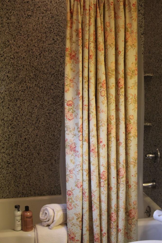 리지웨이 인(Ridgeway Inn) Hotel Image 10 - Bathroom