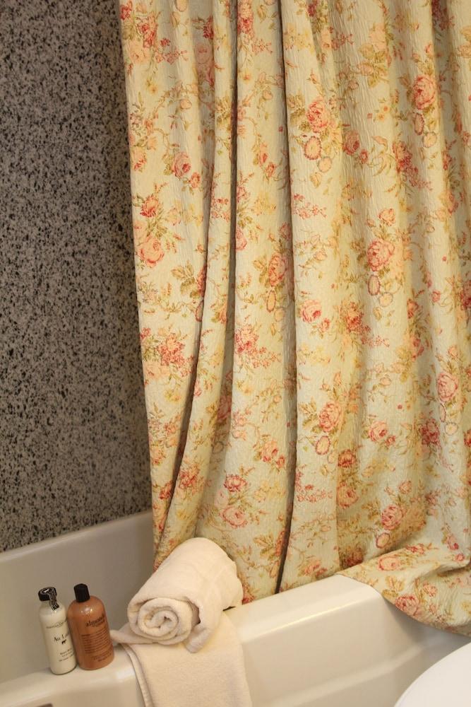 리지웨이 인(Ridgeway Inn) Hotel Image 12 - Bathroom