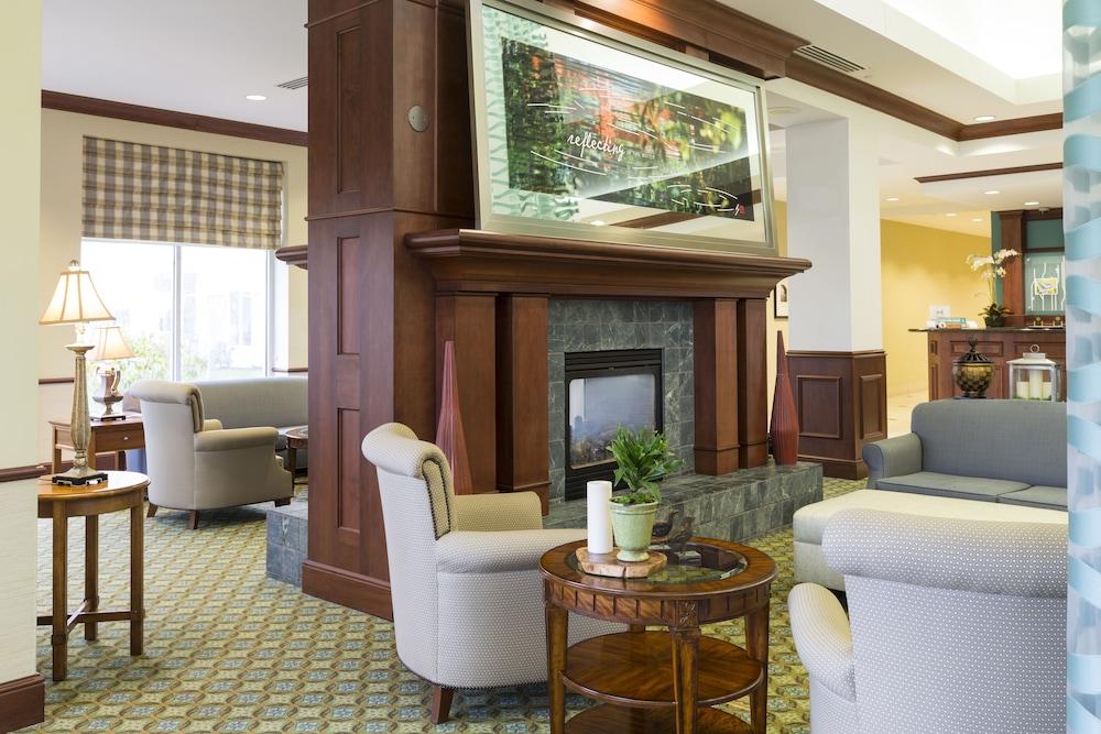 힐튼 가든 인 시애틀 노스/에버렛(Hilton Garden Inn Seattle North/Everett) Hotel Image 3 - Lobby Sitting Area