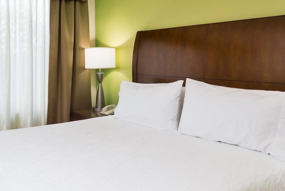 힐튼 가든 인 시애틀 노스/에버렛(Hilton Garden Inn Seattle North/Everett) Hotel Image 10 - Guestroom