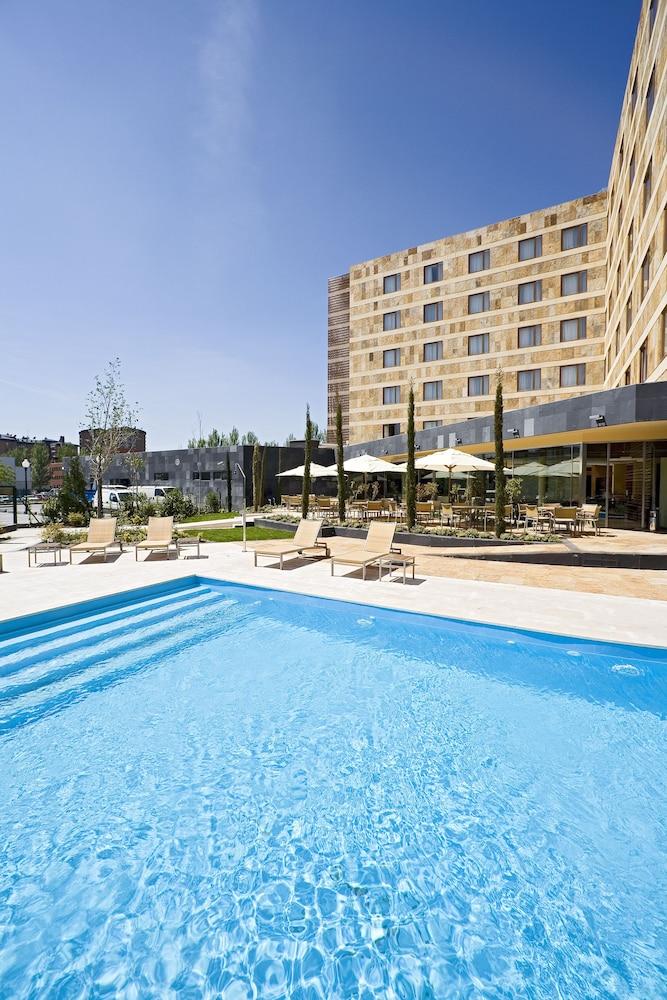 노보텔 바야돌리드(Novotel Valladolid) Hotel Image 1 - Pool