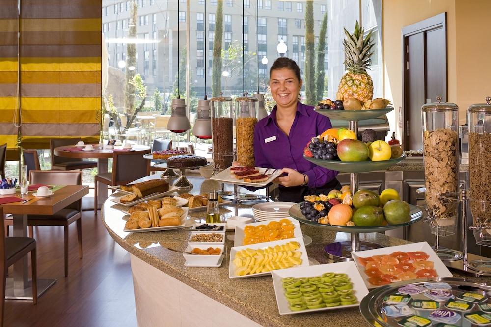 노보텔 바야돌리드(Novotel Valladolid) Hotel Image 39 - Breakfast buffet