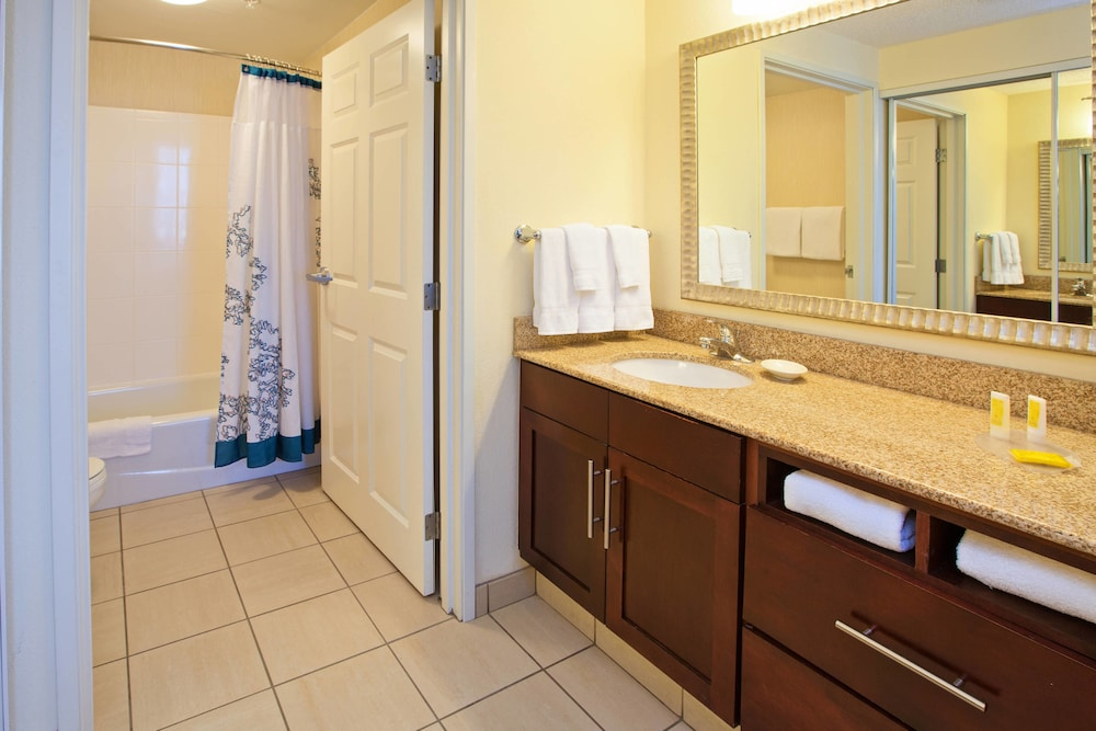 레지던스 인 바이 메리어트 루이빌 다운타운(Residence Inn by Marriott Louisville Downtown) Hotel Image 5 - Bathroom