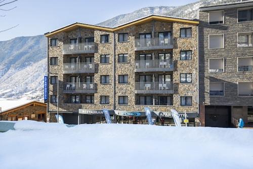 Aparthotel Shusski,