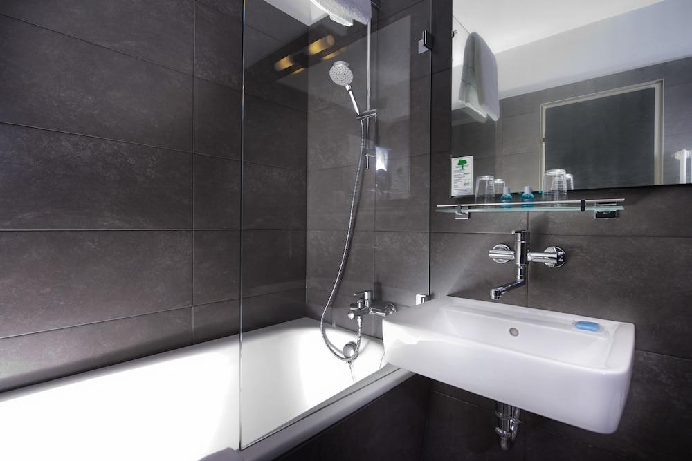 호텔 엑셀시어 루트비히스하펜(Hotel Excelsior Ludwigshafen) Hotel Image 13 - Bathroom