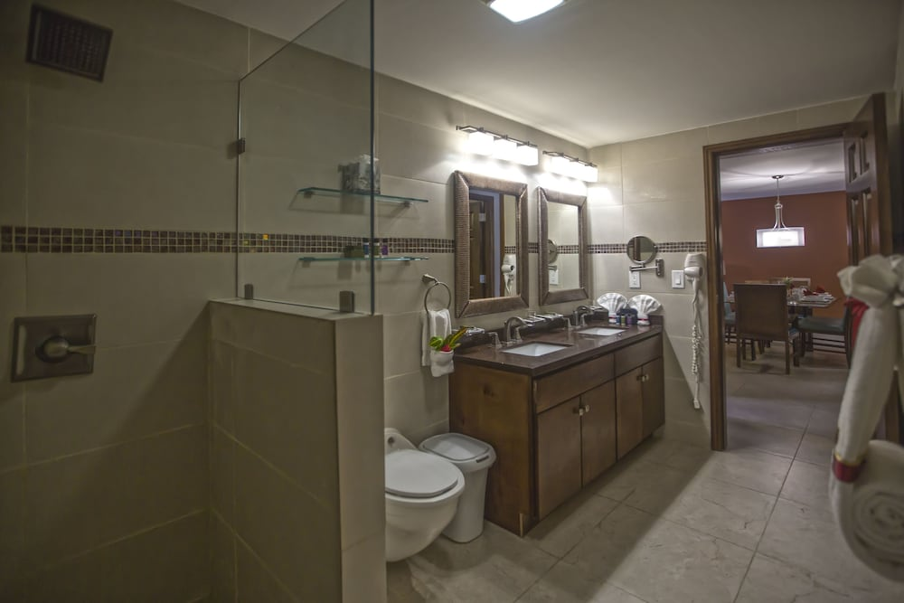 심슨 베이 비치 리조트 & 마리나(Simpson Bay Beach Resort and Marina) Hotel Image 27 - Bathroom