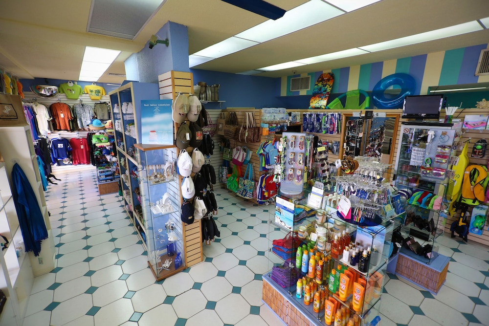 심슨 베이 비치 리조트 & 마리나(Simpson Bay Beach Resort and Marina) Hotel Image 43 - Gift Shop