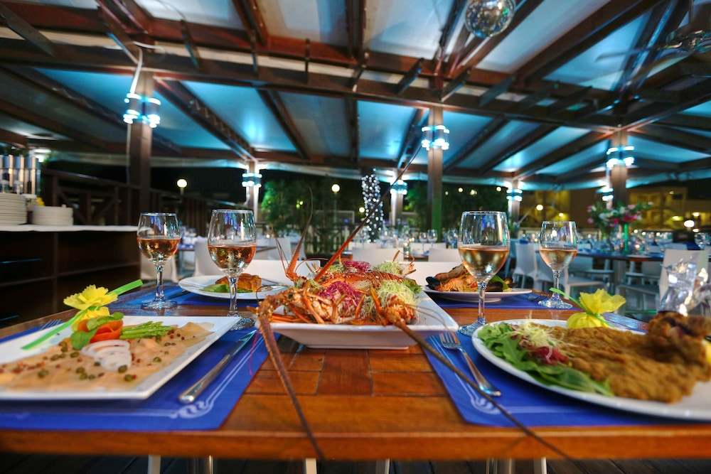 심슨 베이 비치 리조트 & 마리나(Simpson Bay Beach Resort and Marina) Hotel Image 52 - Couples Dining