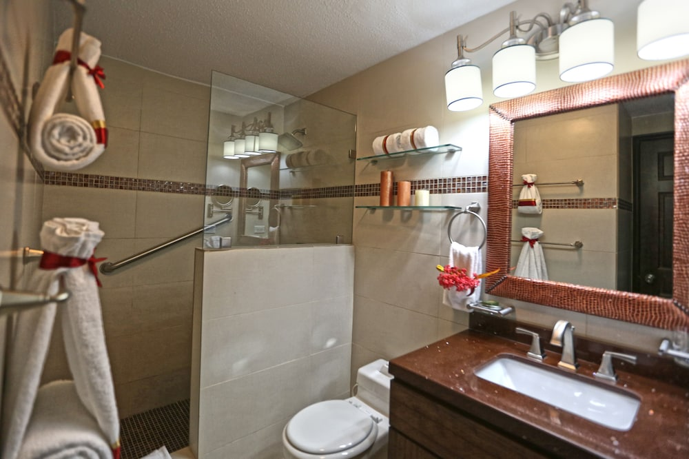 심슨 베이 비치 리조트 & 마리나(Simpson Bay Beach Resort and Marina) Hotel Image 26 - Bathroom